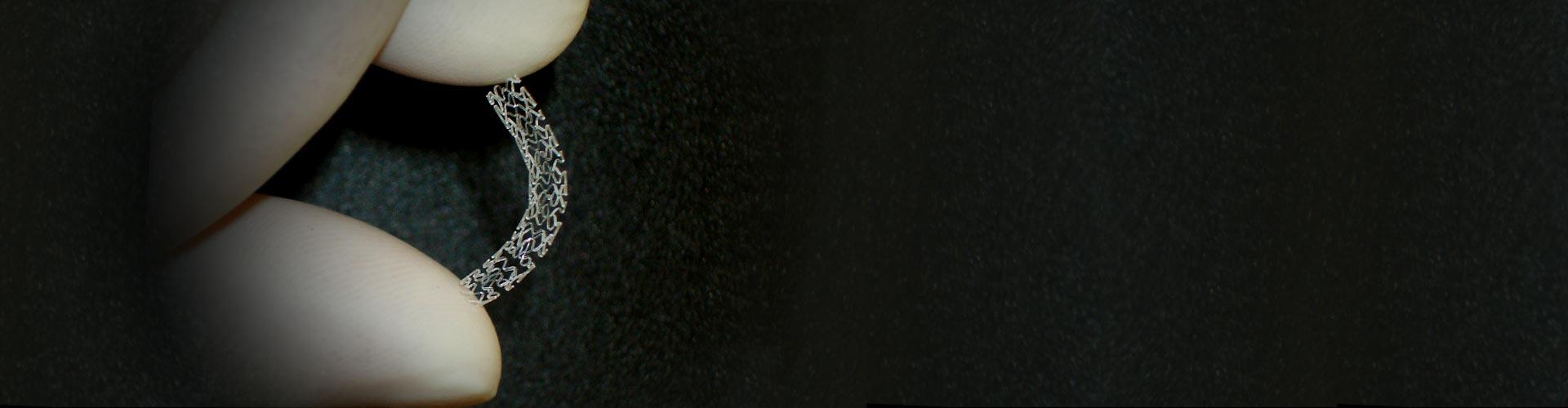 banner-holdingstent